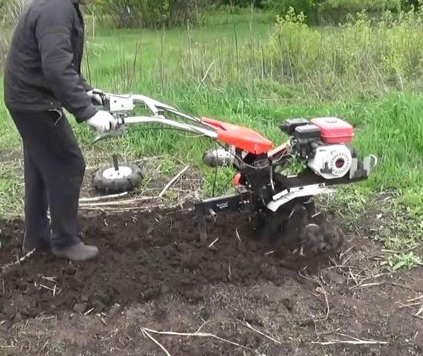 máy xới đất cứng