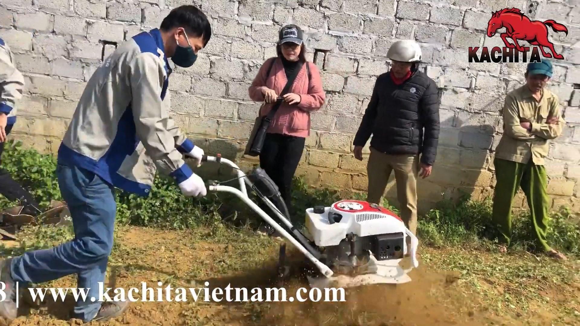 máy xới đất chạy xăng Kachita sử dụng trên đất đồi núi