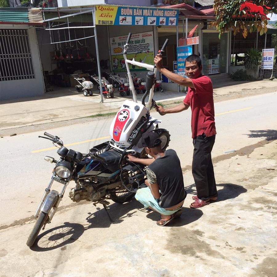 khách hàng mua máy xới đất tại đại lý Kachita Núa Ngam, Điện Biên
